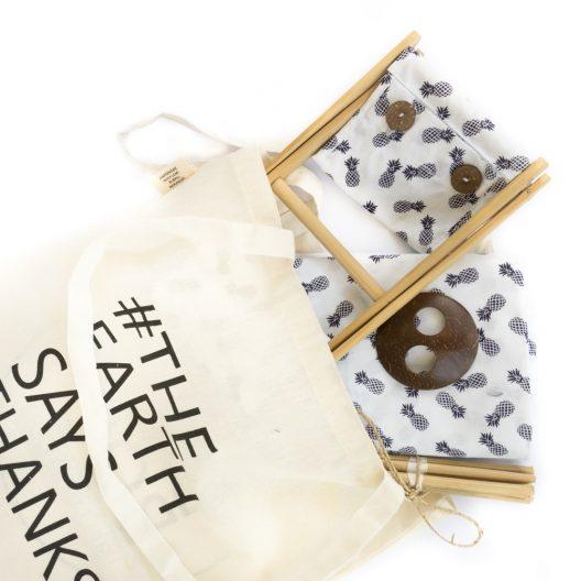l'appuie-tête de plage à l'intérieur du sac fourre-tout fourni
